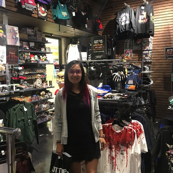 Hot Topic Rivercenter Clothing Store In Downtown San