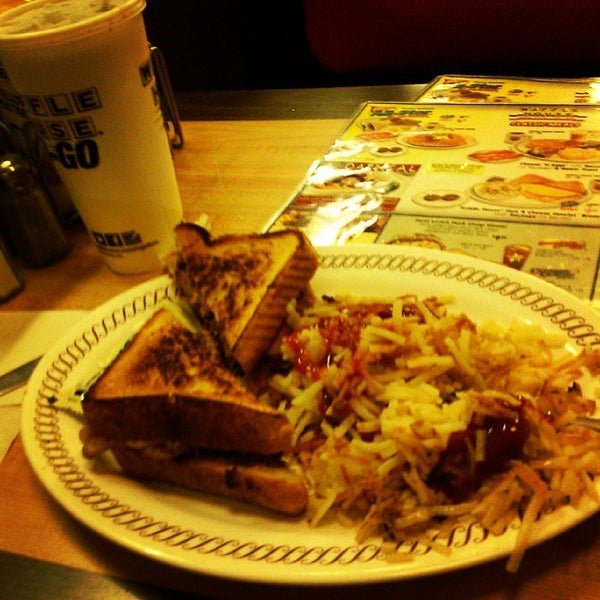 Photo taken at Waffle House by Dewayne C. on 9/7/2013