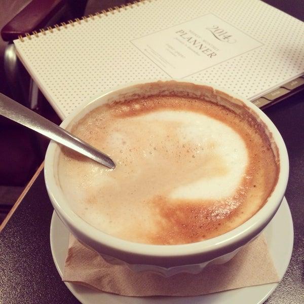 2/2/2014 tarihinde Patricia L.ziyaretçi tarafından Café Lézard'de çekilen fotoğraf