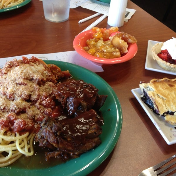 Photo taken at Golden Corral by Mossman $. on 8/2/2014
