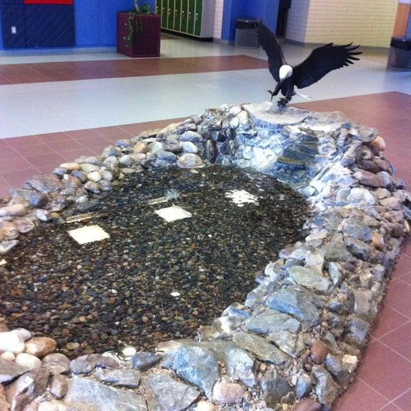 รูปภาพถ่ายที่ College of New Caledonia โดย Tyler N. เมื่อ 1/19/2013