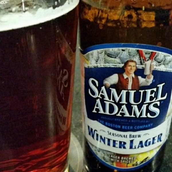 Photo taken at Bears Den Sports Bar & Eatery by Michelle W. on 1/19/2015