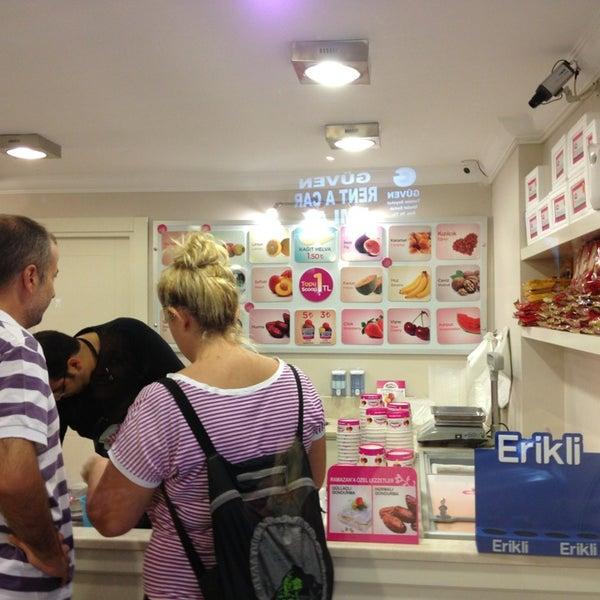 7/28/2013 tarihinde Yalçın B.ziyaretçi tarafından Dondurma Dükkanı'de çekilen fotoğraf