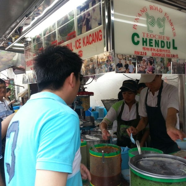 Photo taken at Penang Road Famous Teochew Chendul (Tan) by Asimah A. on 4/20/2013