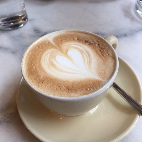Das Foto wurde bei Café Daniel Moser von Eva S. am 5/1/2016 aufgenommen