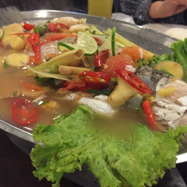 Photo taken at Malee Classic Seafood by Fizie A. on 11/5/2015