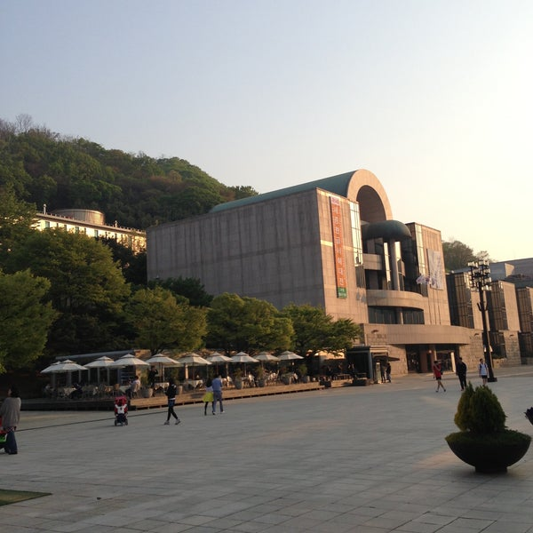 Photo taken at Seoul Arts Center by 예의바른 림유난 on 5/4/2013