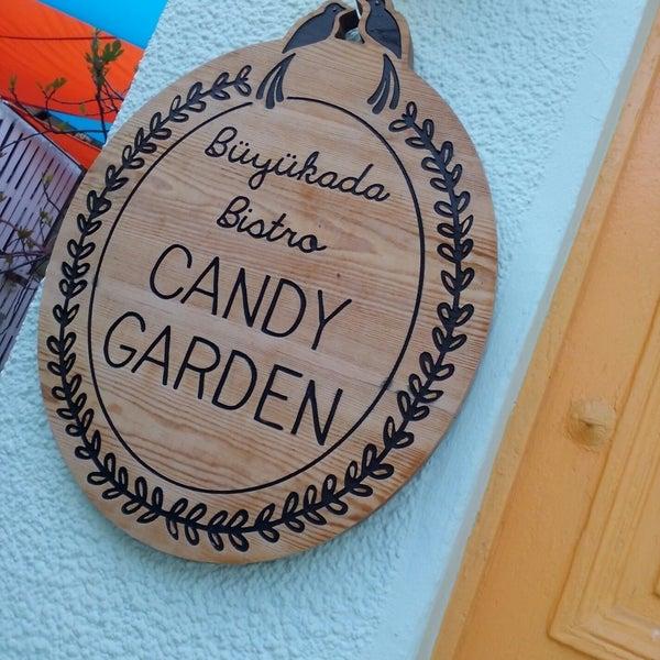 Das Foto wurde bei Büyükada Bistro Candy Garden von Duygu K. am 4/8/2018 aufgenommen