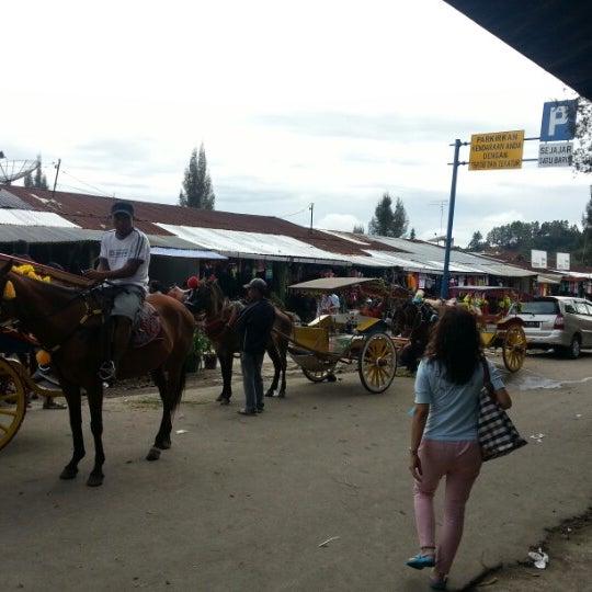 Photo taken at Pasar kaget berastagi by Hanafie H. on 12/31/2012