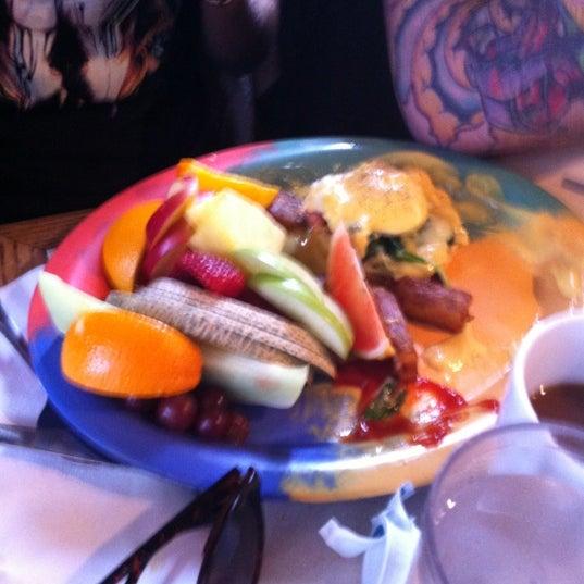 Photo prise au Au Petit Cafe Restaurant Chez Denise par Mélissa D. le4/7/2013