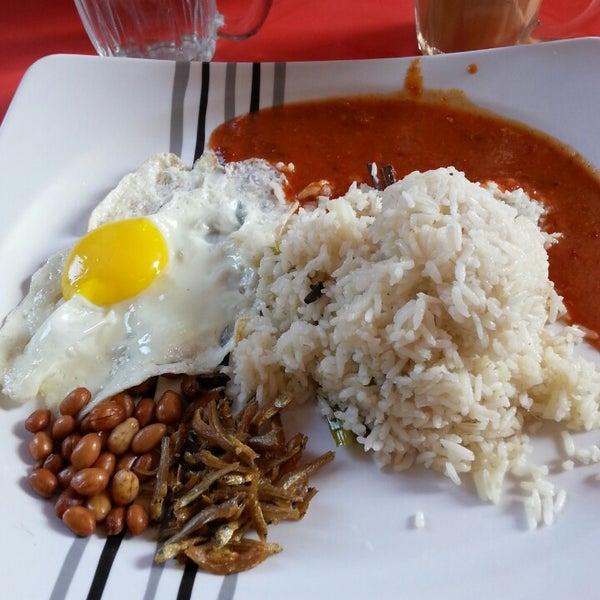 Photo taken at Restoran Al-Naz Maju by Suakmen on 12/11/2013