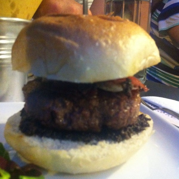 Foto scattata a QUARTO Burger & Drinks da Chiara D. il 6/29/2013