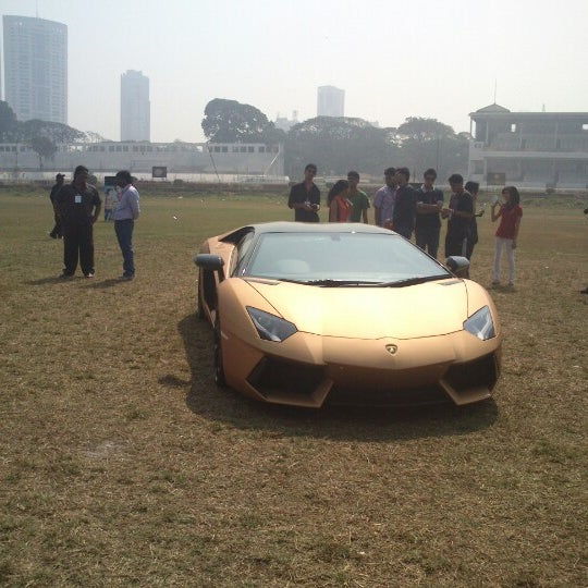 Photo taken at Mahalaxmi Race Course (Royal Western India Turf Club) by Meetali T. on 1/26/2013