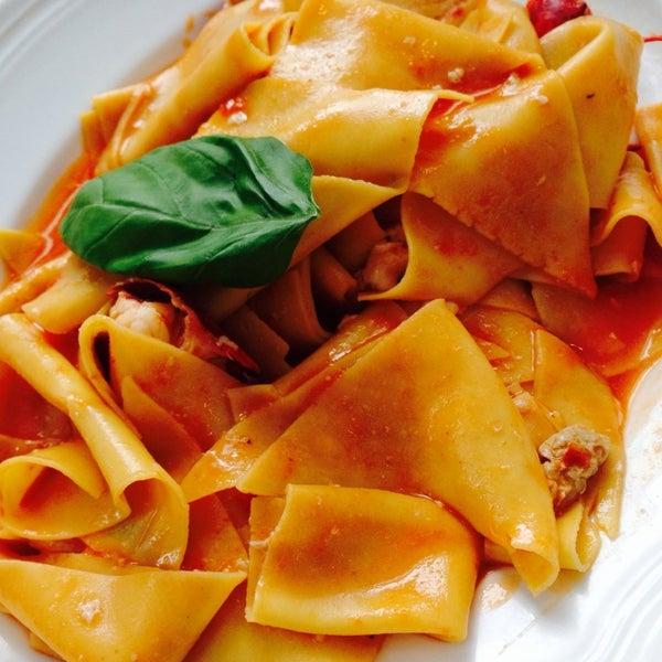 Foto scattata a Pizzeria Firenze Nova da Marcus M. il 9/19/2013