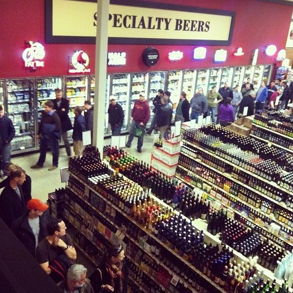 รูปภาพถ่ายที่ Binny's Beverage Depot โดย Kerry B. เมื่อ 11/15/2013