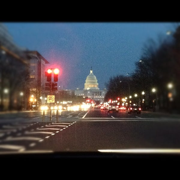 Photo taken at Washington, D.C. by Amy Qinchi S. on 12/29/2012
