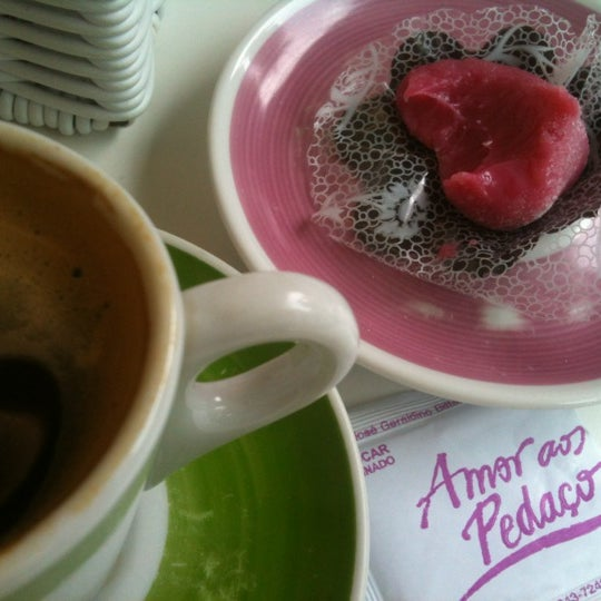 Photo taken at Amor aos Pedaços by Rafaela O. on 12/15/2012