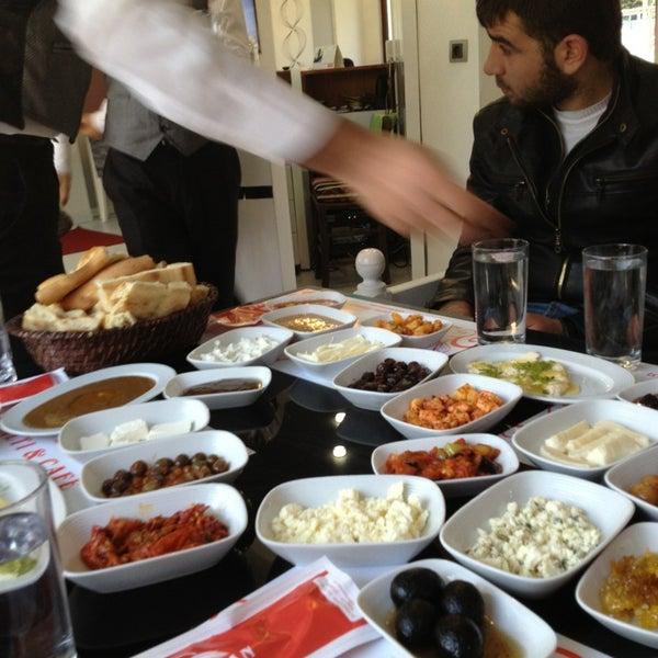 12/30/2012 tarihinde Şahin B.ziyaretçi tarafından Kasr-ı Van Kahvaltı ve Kahve Evi'de çekilen fotoğraf
