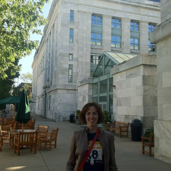 Photo taken at Harvard Medical School Quadrangle by Gulsah E. on 5/27/2013