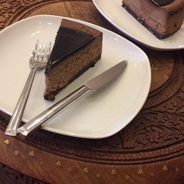 2/9/2017 tarihinde Nenayziyaretçi tarafından Maria's Cheesecakes'de çekilen fotoğraf