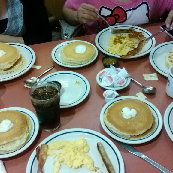 Photo taken at IHOP by Sharly ★ on 4/5/2013