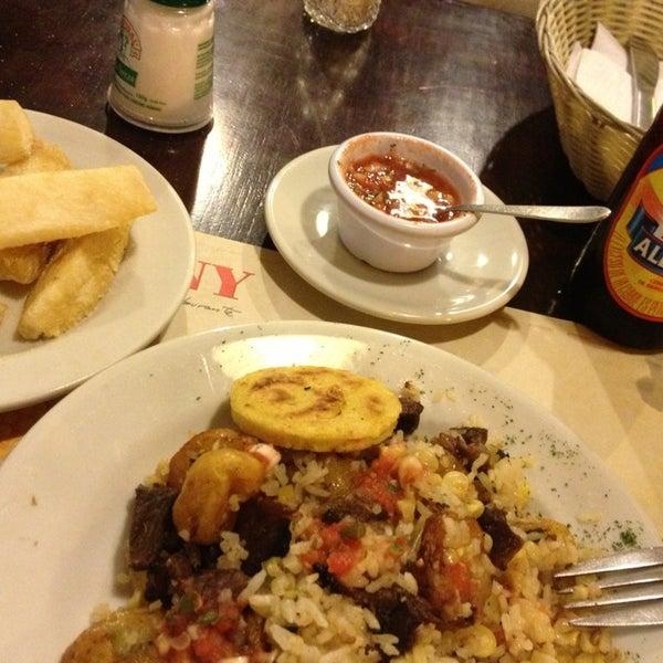 Foto tomada en Restaurante Tony por Juan David C. el 7/13/2013