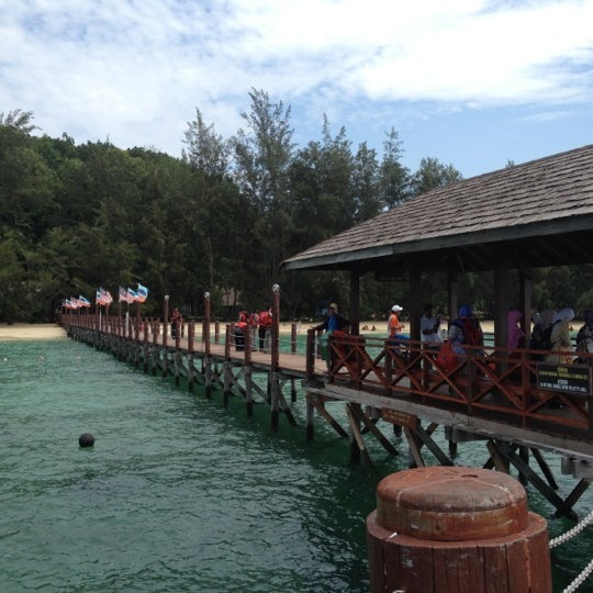 Photo taken at Manukan Island Jetty by Fairul Nazree on 9/30/2012