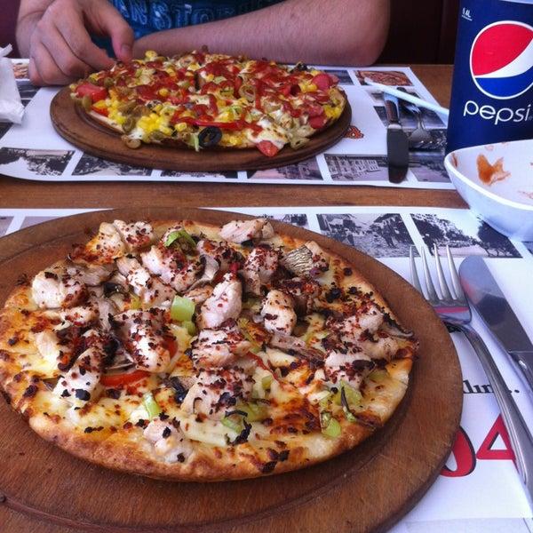6/11/2013 tarihinde Merve I.ziyaretçi tarafından Pizza Uno'de çekilen fotoğraf