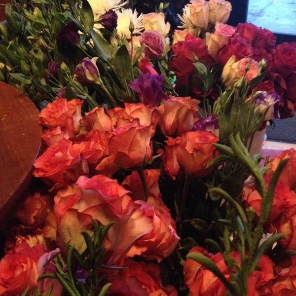 Das Foto wurde bei Sycamore Flower Shop + Bar von Dan C. am 2/14/2014 aufgenommen