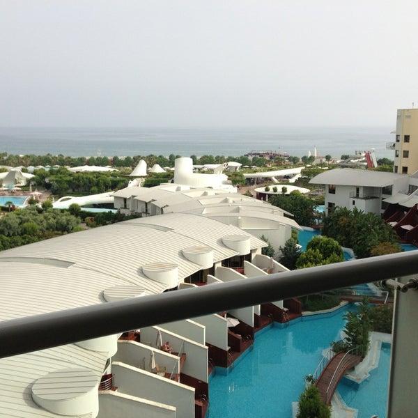 5/23/2013 tarihinde Yumiziyaretçi tarafından Cornelia Diamond Golf Resort & Spa'de çekilen fotoğraf