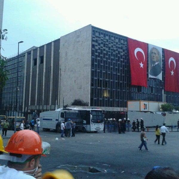 6/12/2013にTolga G.がTaksim Gezi Parkıで撮った写真