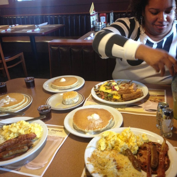Photo taken at Denny's by Travon S. on 9/27/2013