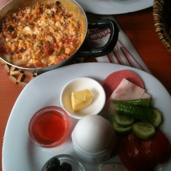 12/21/2012 tarihinde Gülcan C.ziyaretçi tarafından Fiskos Kahvaltı Cafe'de çekilen fotoğraf