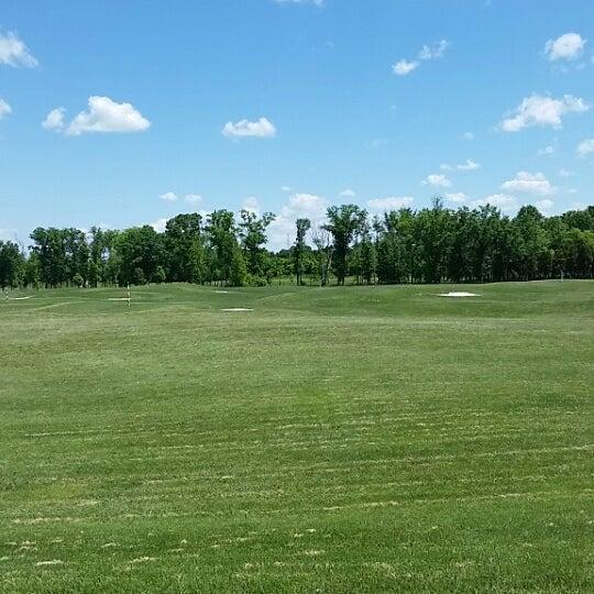 Foto tomada en 1757 Golf Club por Erik E. el 5/25/2014