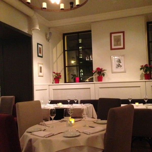 Foto tomada en Romeo's Bar & Kitchen por Дарья Ч. el 1/1/2013