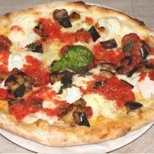 pizza di alta qualità con mozzarella di bufala. servizio efficiente e veloce