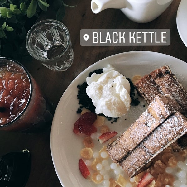 Photo taken at Black Kettle by Mey T. on 12/30/2016