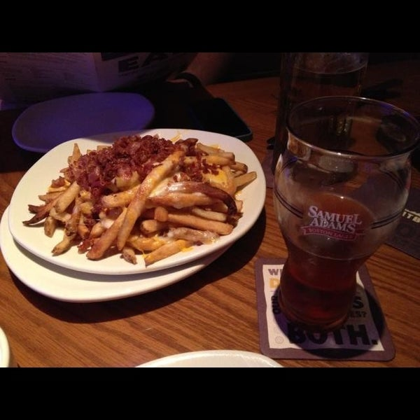 Photo taken at Outback Steakhouse by Robby W. on 10/16/2013