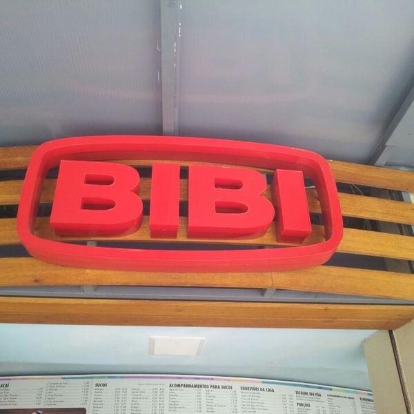 Photo taken at Bibi Sucos by Mariana G. on 9/17/2013