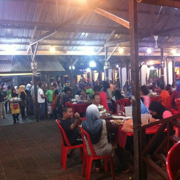 Photo taken at Aroma Ikan Bakar by Ayies K. on 6/8/2013