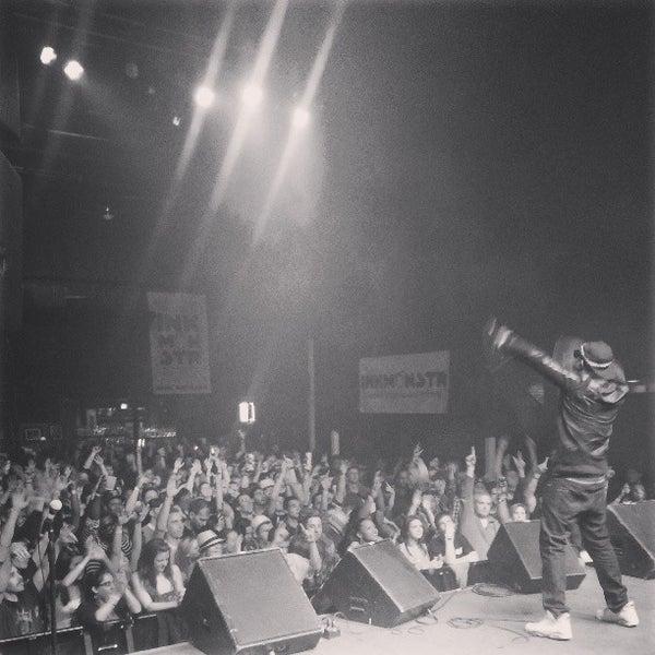 รูปภาพถ่ายที่ Summit Music Hall โดย Steven M. เมื่อ 4/22/2013