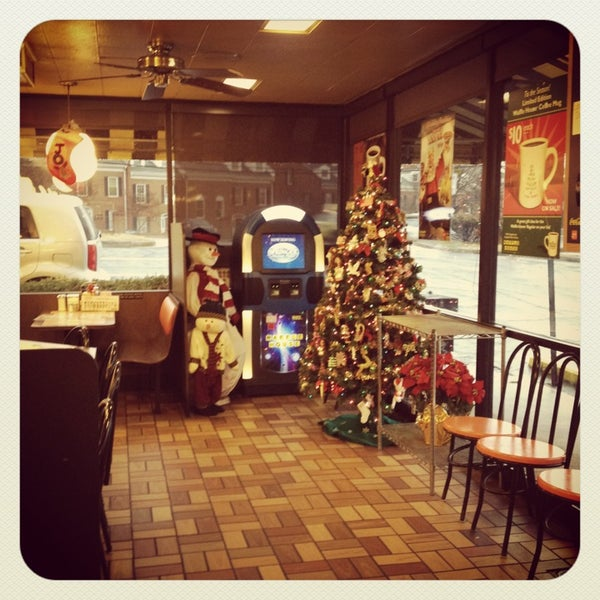 Photo taken at Waffle House by Dean H. on 12/21/2012
