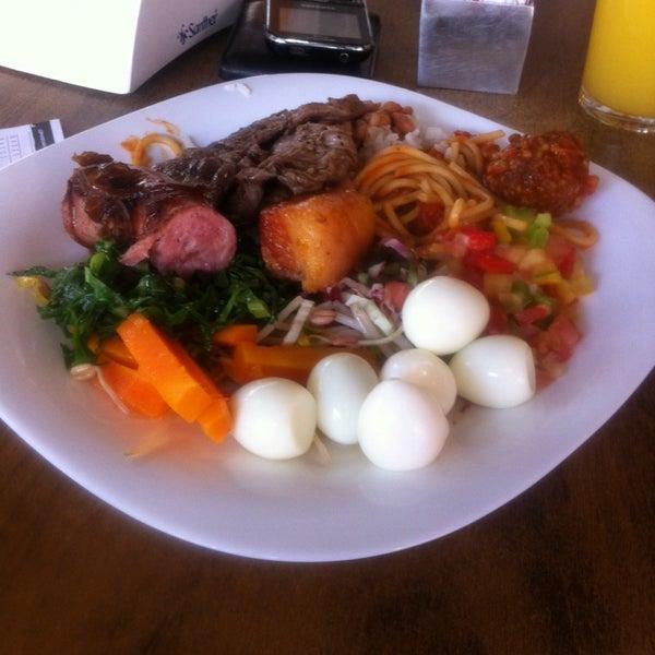 Foto tirada no(a) Restaurante Catarina631 por Elder M. em 3/21/2014