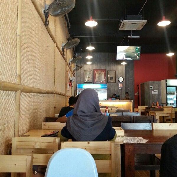 Photo taken at Melantak Steak Hub by Amirrul N. on 12/5/2015