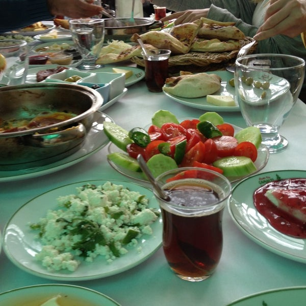 2/17/2013 tarihinde Cansu S.ziyaretçi tarafından Çamaltı Restaurant'de çekilen fotoğraf