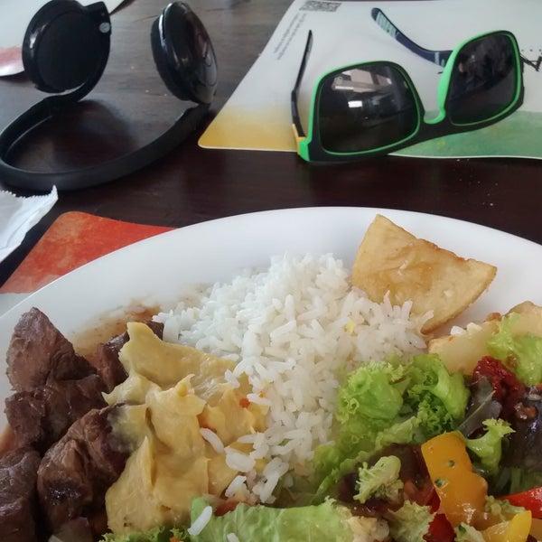 É definitivamente um dos melhores restaurantes self-service de Maceió. Tudo muito saboroso. Purê de banana e o risoto de camarão são boas opções, e sou viciado no filé, rs.
