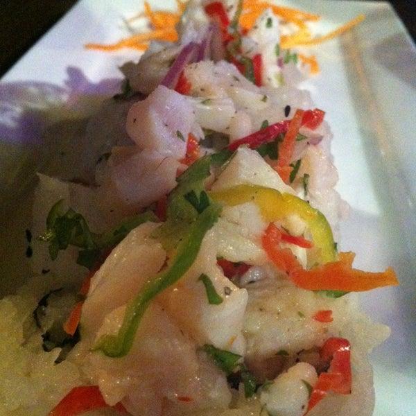 Foto tomada en Sushi & Cebiches por elMenuVirtual el 3/15/2014