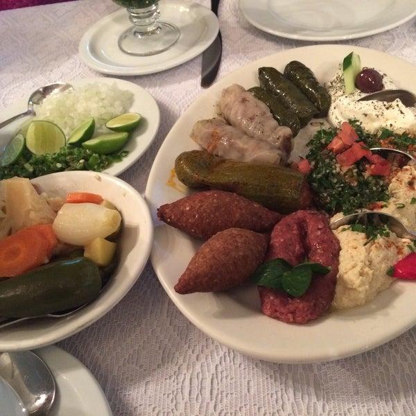 アラブ料理初心者でも楽しめる(であろう)お店。盛り合わせを頼むと何かと楽だと思います。が、どのお料理も美味しいです。