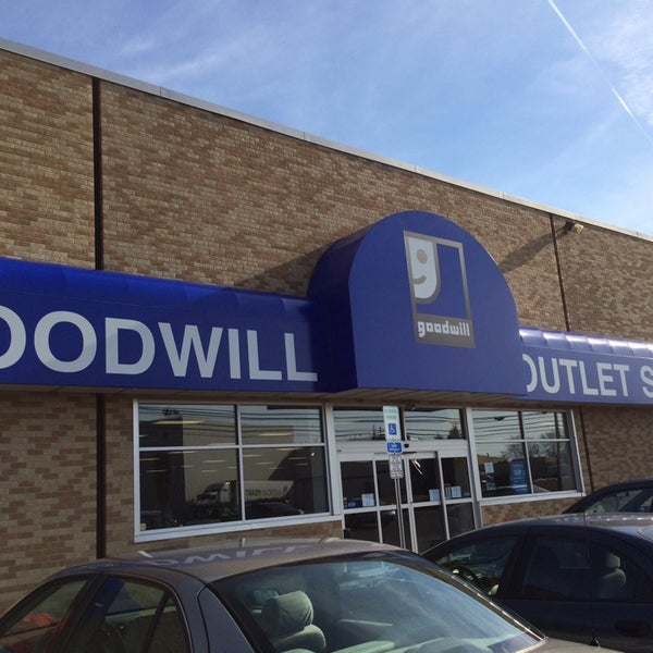 goodwill outlet store 4 tips from 65 visitors. Black Bedroom Furniture Sets. Home Design Ideas