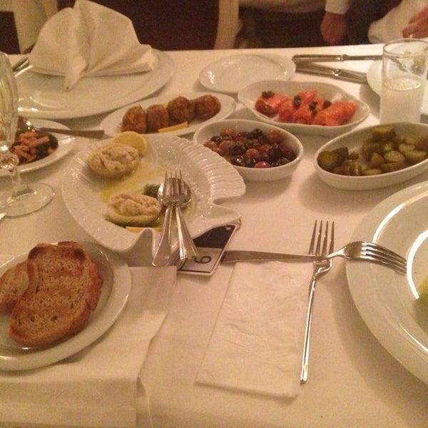 12/20/2012 tarihinde Volkan I.ziyaretçi tarafından Kalkan Balık Restaurant'de çekilen fotoğraf